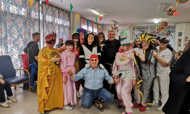 Treia, il Carnevale arriva alla Casa di Riposo: grande festa tra maschere e musica