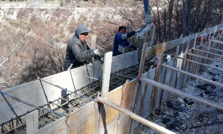 Emergenza Covid-19: i lavori sulla strada Castelsantangelo-Castelluccio proseguono