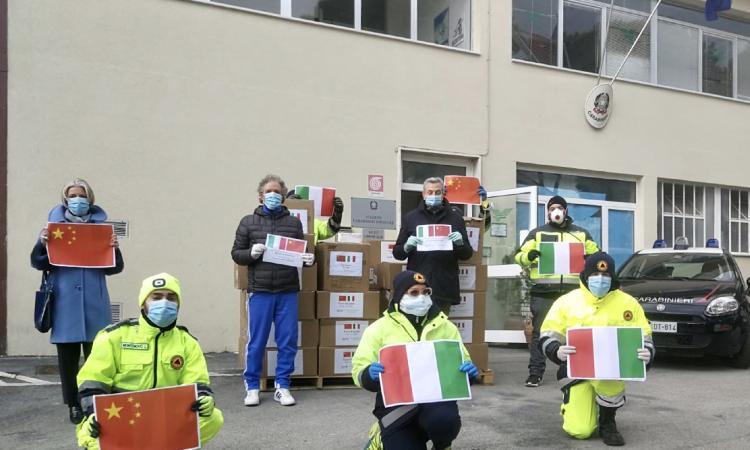 """Recanati, arrivate le 60 mila mascherine donate dalla Cina: """"Saranno distribuite alla popolazione"""""""