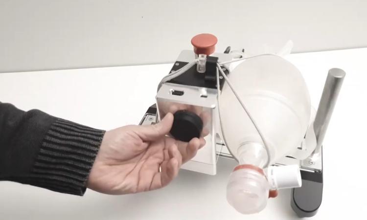 Coronavirus, l'ingegner Falcucci progetta prototipo automatizzato di respiratore manuale