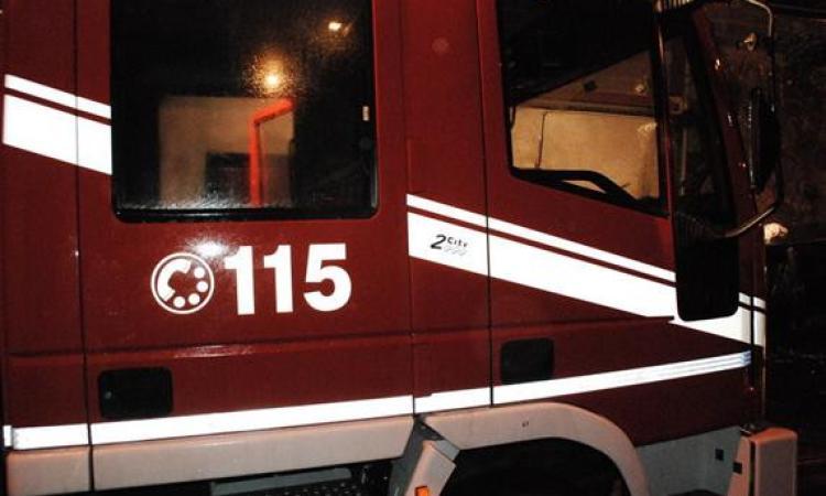 San Severino, incendio alla ditta Cemeco: bruciati pannelli e alcuni macchinari