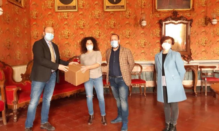 Pollenza, 100 mascherine donate al Comune: l'iniziativa benefica di Manuela Brugnoni