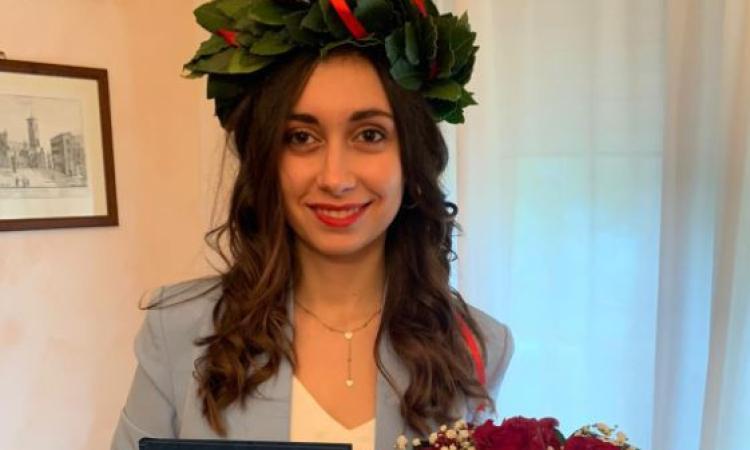 Petriolo,la laurea ai tempi del Covid-19: Valeria Salvucci diventa dottoressa dal salone di casa