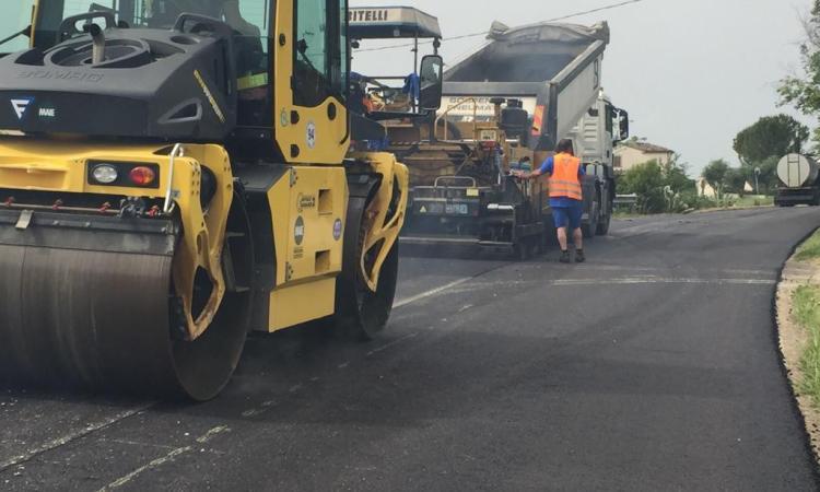"""Strade, asfaltatura per la """"Bivio Vergini - Civitanova Marche"""": lavori per 200.000 euro"""