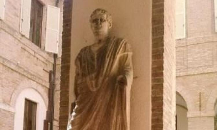 Macerata, restauro delle statue romane del palazzo comunale: al via con l'Art Bonus