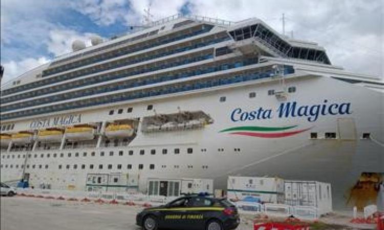Costa Magica, concessa ''libera pratica sanitaria'': la nave può tornare a salpare