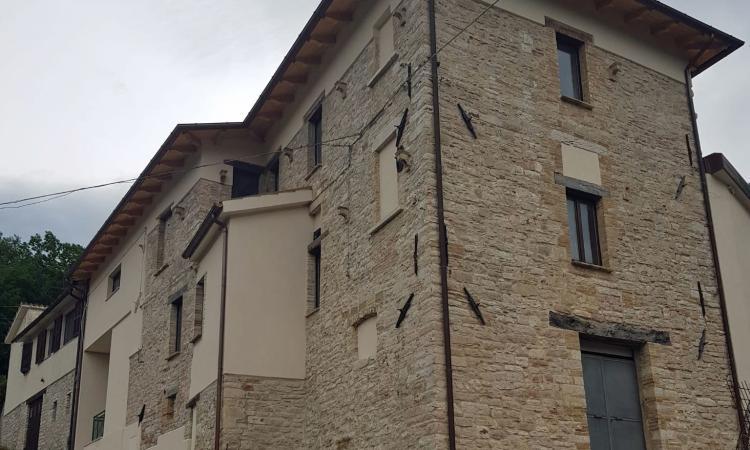 """Pieve Torina, consegna di appartamenti ristrutturati a quattro famiglie: """"Inseguiamo la normalità"""""""