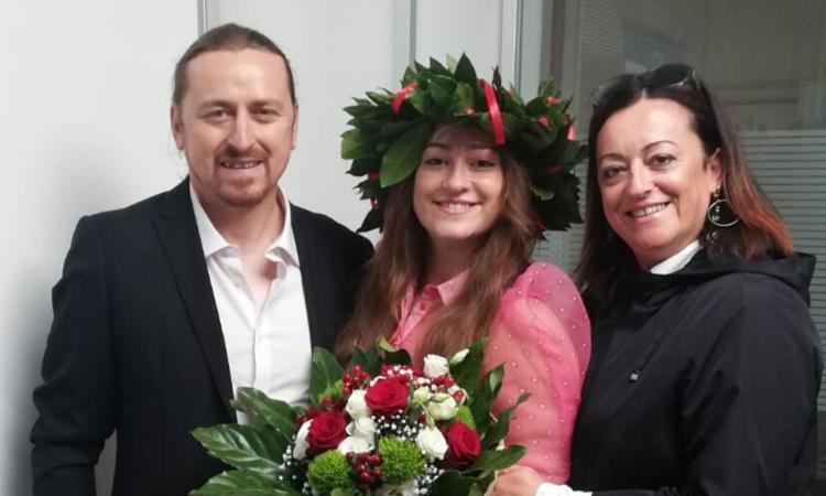 Cingoli, Noemi Tartarelli diventa dottoressa in lingue