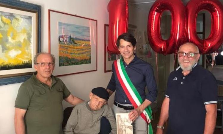 Appignano, grande festa per i 100 anni di Gildo Stacchiotti: l'omaggio del Sindaco