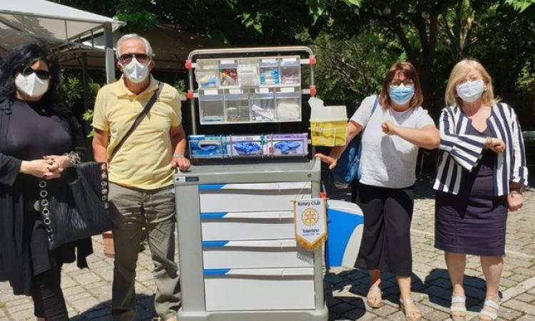 Tolentino, il Rotary dona un carrello multifunzionale all'Asp civica assistenza
