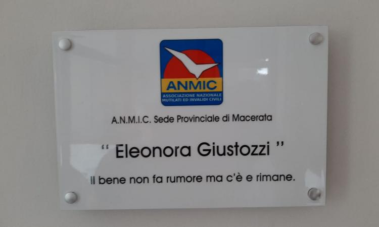 Macerata,  l'A.N.M.I.C celebra il compleanno di Eleonora Giustozzi con una targa commemorativa