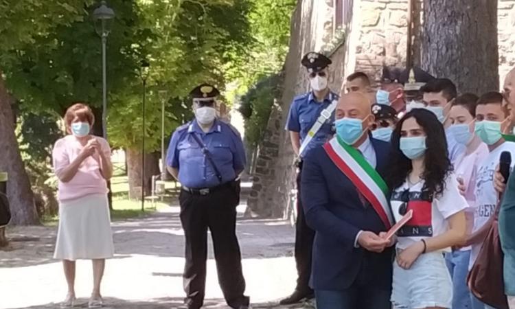 Camerino, il sindaco consegna la Costituzione ai neo diciottenni