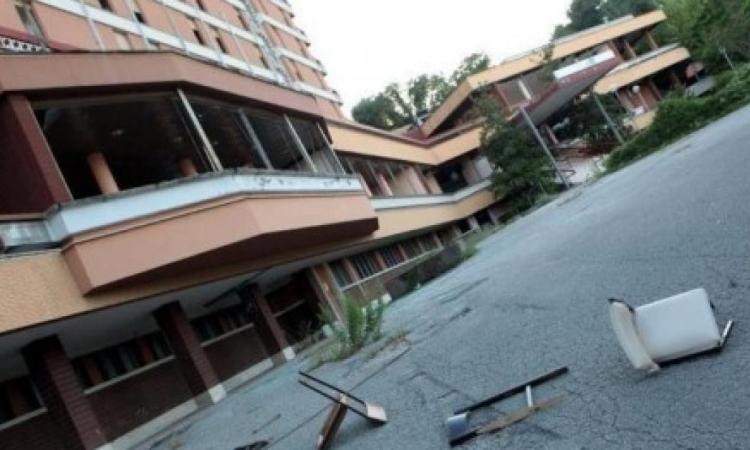 """L'ex """"Hotel Marche"""" ceduto al Comune di Tolentino: """"L'area degradata verrà recuperata"""""""