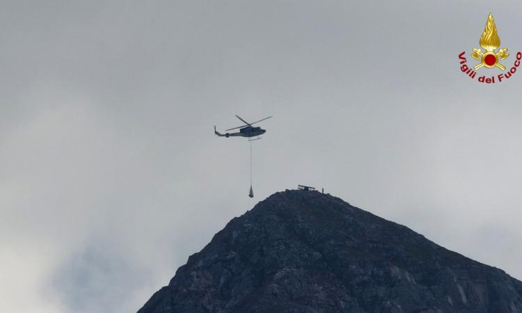 Ussita, recuperata la croce metallica sul Monte Bove: intervengono i Vigili del Fuoco (FOTO)