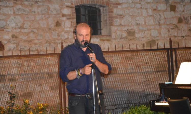 Serrapetrona, ultimo concerto a Palazzo Claudi: il Festival d'Estate si chiude con Davide Rondoni