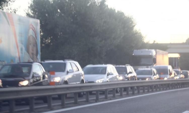 Civitanova, incidente in superstrada: 4  mezzi coinvolti e traffico in tilt