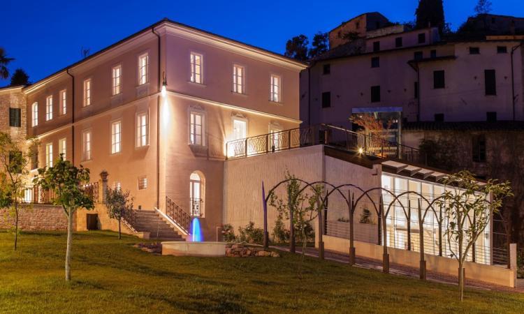Serrapetrona, chiuso il Festival d'Estate: Palazzo Claudi pronto ad accogliere una mostra di fossili