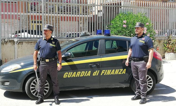 Porto Recanati, arrestato per contraffazione: era ricercato da quasi 3 mesi