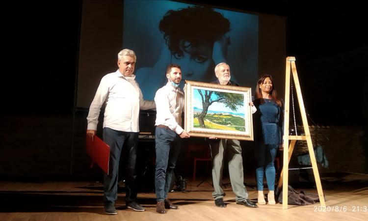 """""""Veduta di Cingoli"""", dipinto donato al Comune: si rafforza il gemellaggio con la città di Aprilia"""