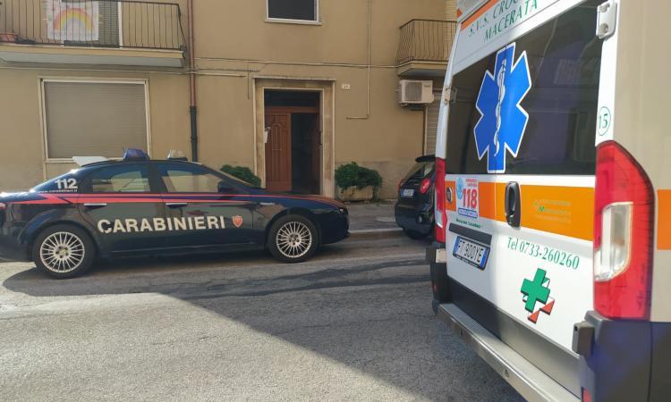 Tragedia a Macerata, donna precipita dal terrazzo e muore (FOTO)