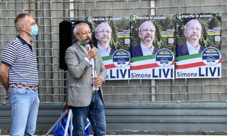 Macerata, Simone Livi inaugura la sua sede elettorale in Corso Cairoli