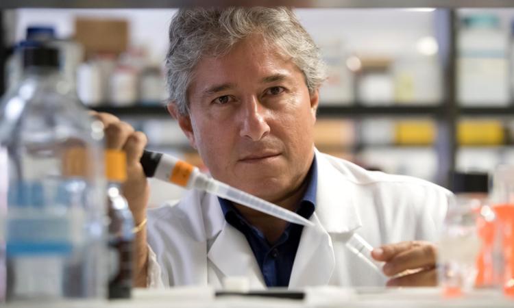 """INTERVISTA - Lo scienziato Antonio Giordano analizza l'evoluzione del Covid-19: """"Scettico sul vaccino russo"""""""