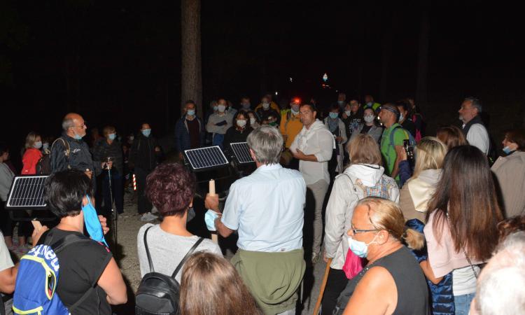 Pieve Torina, un successo la camminata in notturna lungo la nuova ciclopedonale (FOTO)