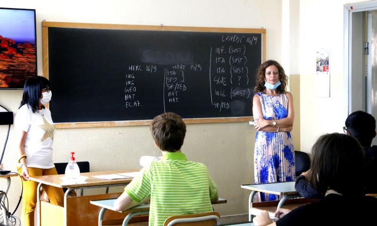 """INTERVISTA - Parla la dirigente scolastica Roberta Ciampechini: """"Una gioia avere di nuovo i ragazzi in classe"""" (FOTO e VIDEO)"""