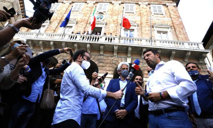 Matteo Salvini a Macerata: dal balcone del Comune all'incontro con il Vescovo (Fotogallery)
