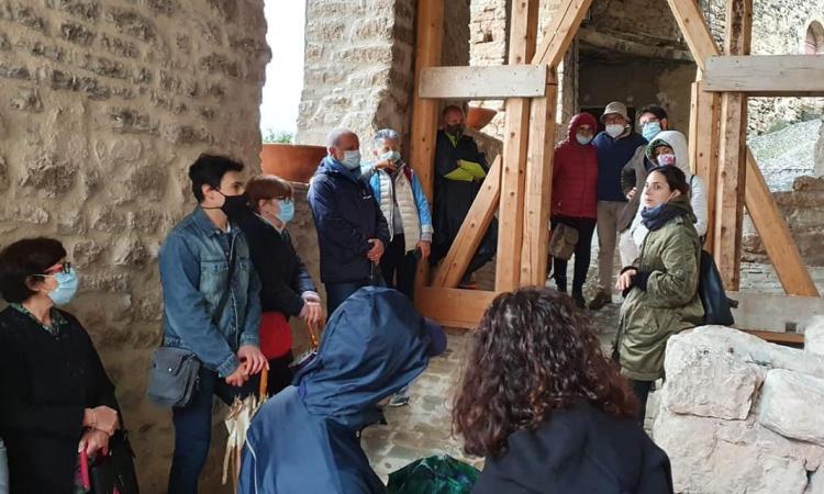 """Caldarola, """"Passeggiata Patrimoniale"""" nell'area archeologica di Pievefavera e nel Castello di Vestignano"""