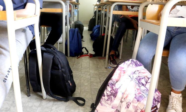 Coronavirus, due scuole chiuse per una settimana a San Ginesio: positivi insegnanti e alunni
