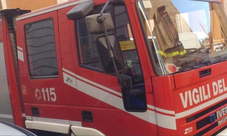 Montecosaro, fiamme dalla cucina di un appartamento: pronto intervento dei Vigili del Fuoco