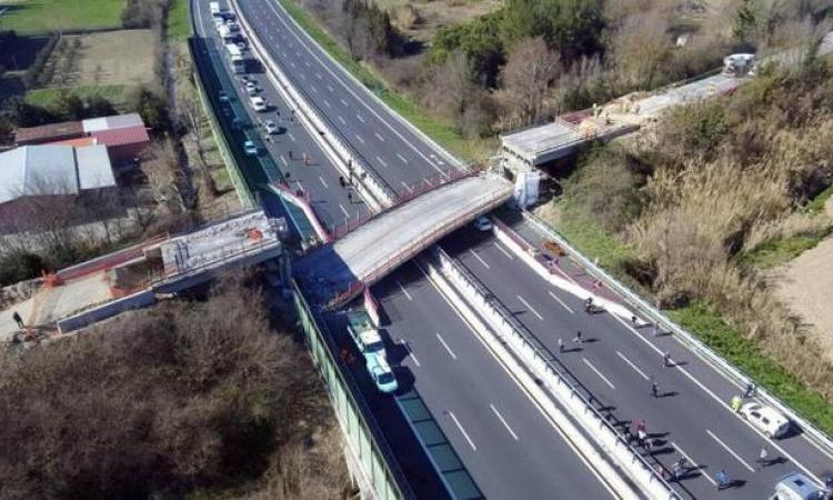 Crollo del ponte sulla A14,  a processo 18 persone e 4 società