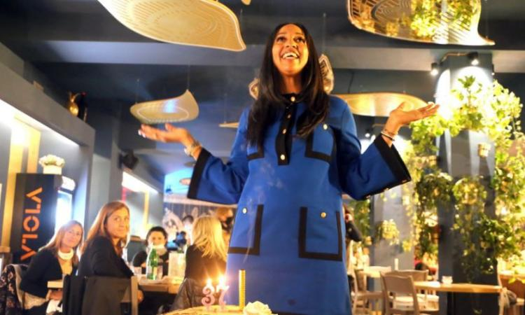 "Civitanova, Martha Zamora spegne 37 candeline e riaccende il ""Madeirinho"": festa e sorrisi in sicurezza (FOTO)"