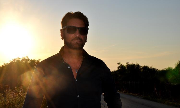 """Un viaggio in musica sino al """"Madagascar"""": il cantautore Damian lancia il primo album"""