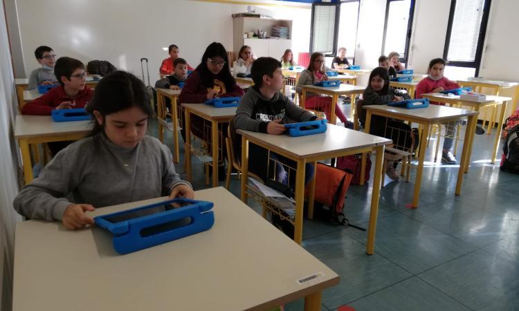 Montelupone, alla scuola primaria il digitale cresce sui banchi: avviato il progetto con i tablet