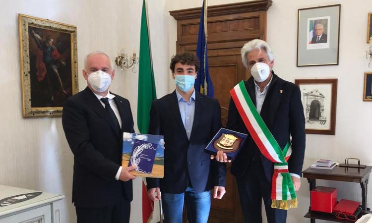 Macerata, Diego Ciccarelli tra i 25 migliori studenti d'Italia: premiato da prefetto e sindaco