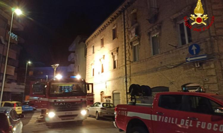 Macerata, fiamme in un appartamento al primo piano di via Cincinelli