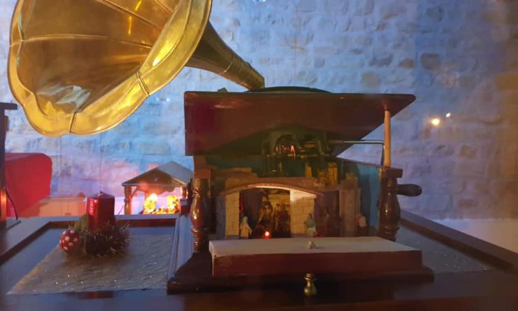 """San Ginesio, in centro storico i """"Presepi del Borgo"""": oltre 80 opere del maestro Piergiacomi"""