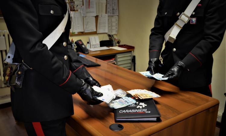 """Sorpresi mentre spacciavano eroina al """"Corridomnia"""": fermati due giovani nigeriani"""
