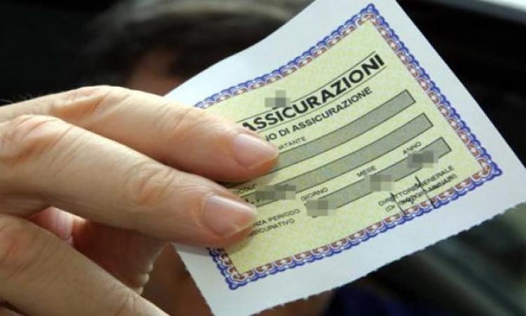 Danni provocati da veicolo con tagliando assicurativo palesemente falso: chi paga?