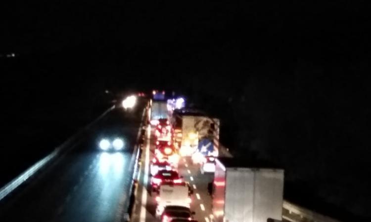 Macerata, incidente all'ingresso della superstrada: traffico in tilt