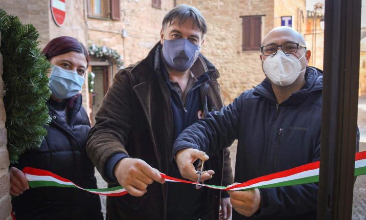 """Sarnano, più forti del Covid: taglio del nastro per """"Frutta e Verdura da Simone"""""""