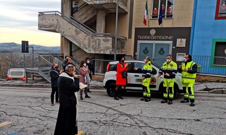 Mogliano, il Natale porta una nuova auto alla Protezione Civile: chiavi consegnate dal Sindaco
