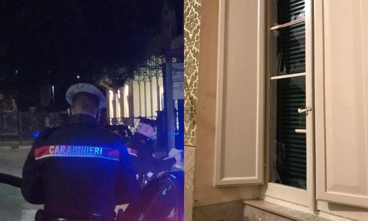 Pollenza - Petardi frantumano finistre Municipio, individuato l'autore: è un 48enne del posto