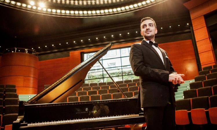 Tolentino, la musica del Politeama in diretta streaming: concerto dedicato a Rachmaninov