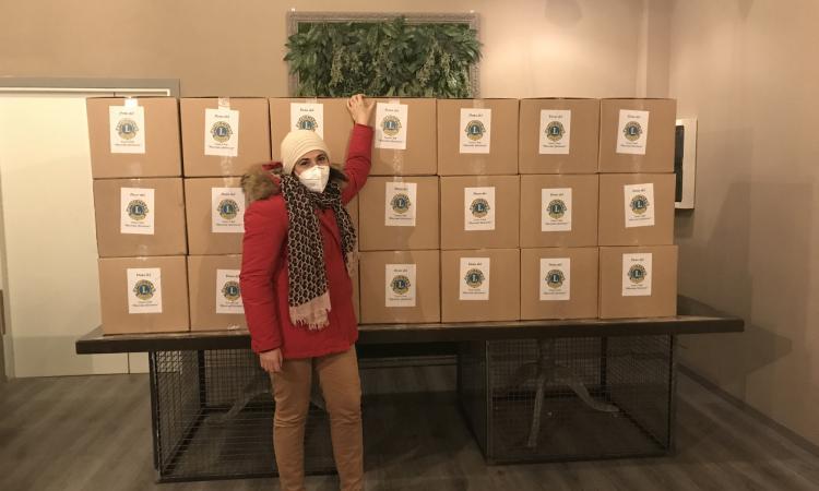Macerata, pacchi alimentari per famiglie bisognose: il dono del Lions Club