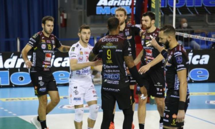 Lube, positivi al Covid-19 due membri del gruppo squadra: rinviata la sfida contro Modena