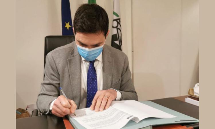 Provincia di Macerata in zona rossa, Acquaroli firma l'ordinanza: cosa cambia fino al 14 marzo