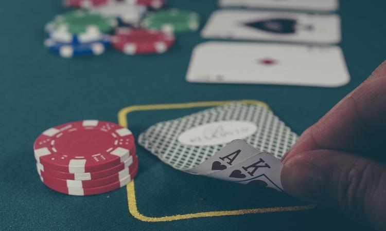 I migliori libri sul poker per migliorare le tue abilità online e dal vivo